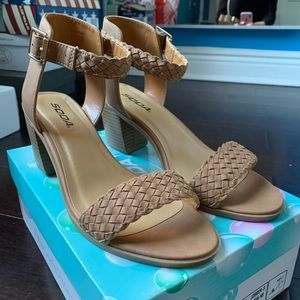Light brown heeled sandal